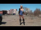 Вика обожает раздеваться на улице